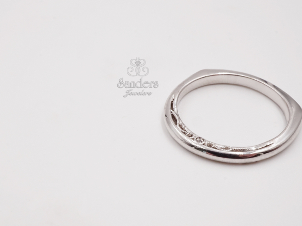 Filigree Profile Wedding Band by Valina